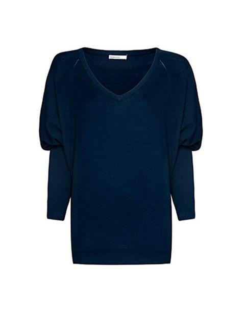 """<p>Jersey XL azul marino con cuello en pico de <a href=""""http://shop.mango.com/ES/p/mango/prendas/pantalones/jersey-cuello-pico/?id=63210058_N1&amp&#x3B;orig=catalog"""" target=""""_blank""""><strong>Mango</strong></a> (29,99 euros).</p>"""