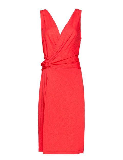 <p>Un vestido de aire clásico, rojo con drapeado por unos increíbles <strong>15'99 €.</strong></p>