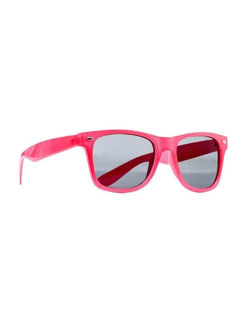<p>Gafas de sol de pasta rosa fucsia (5,99 euros).</p>