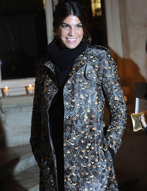 <p>En el front row de <strong>Valentino </strong>también vimos a<strong> Bianca Brandolini </strong>con jersey negro de cuello vuelto y original abrigo estampado.</p>