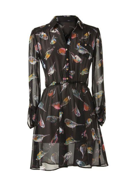 <p>Vestido de estilo lady con estampado de pájaros (19€) de<strong> Primark</strong></p>