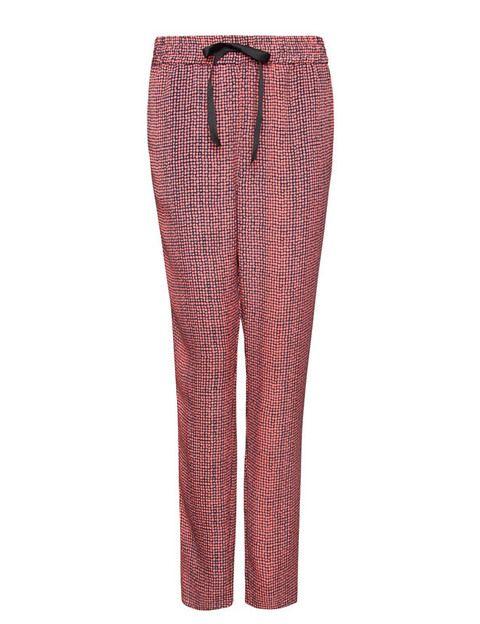 <p>Los pijama pants, esa prenda que juramos no llevar y ahora se nos ha antojado. Y por 19'95€ en<strong> Mango</strong>.</p>