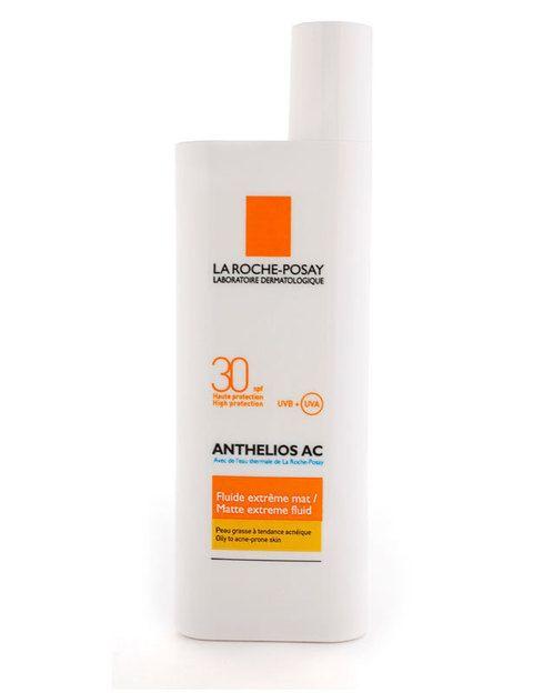 <p><i>Anthelios AC SPF 30</i> de&nbsp;<strong>La Roche Posay</strong>, con protección UVA y UVB. Indicada para pieles grasas con imperfecciones y sensibles a la exposición solar.</p>