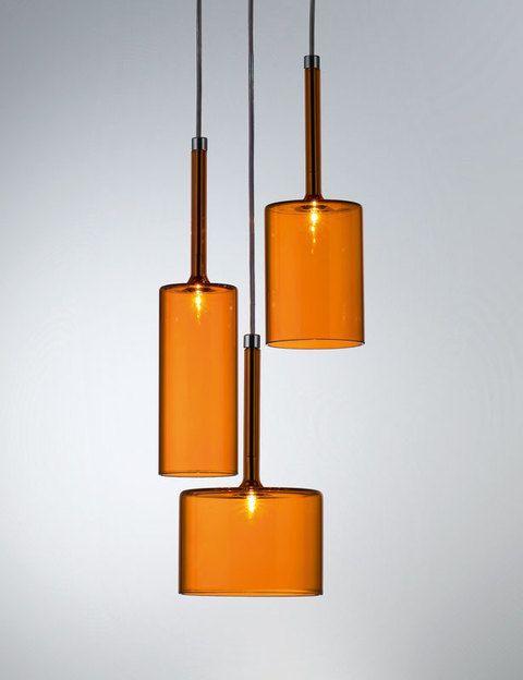 <p>Nos fascina Spillray, este grupo de lámparas colgantesen forma de copas de Manuel Vivian para Axo Light. ¡Genial!</p>