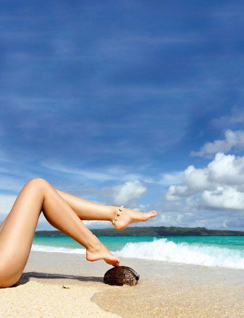 <p>El verano es una época propicia para que la hinchazón y la retención de líquidos hagan su aparición en las piernas. No descuides tu alimentación, bebe mucha agua y ten cuidado con el sol: exponerte a la radiación solar provoca un efecto vasodilatador que dificulta la circulación.</p>