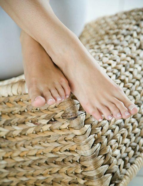 """<p>Se trata de <strong>despertar el deseo sexual de tu pareja dándole un masaje erótico utilizando solamente los pies</strong>. ¿Cómo se hace? <strong>Eva Longoria lo mostró</strong> en uno de los capítulos de """"Mujeres Desesperadas"""". Aunque el objetivo no sea erótico, esta práctica también es habitual en los masajes de tipo tailandés.</p>"""