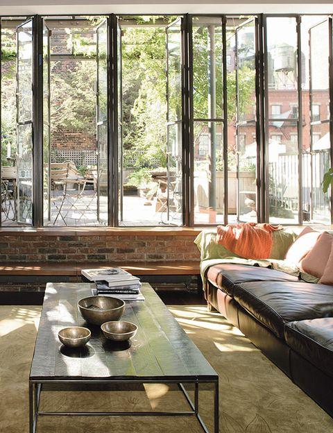 La sala de estar del último piso, mucho más pequeña e íntima, desde la que se accede directamente a la terraza.