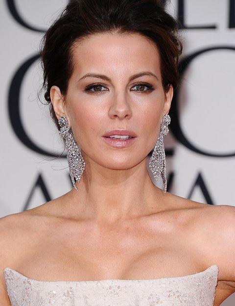 <p>Kate Beckinsale también optó por joyas de Lorraine Schwartz.</p>