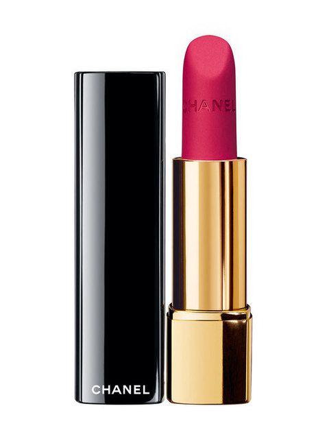 <p>Rouge Allure Velvet (31 €), barra de labios de <strong>Chanel</strong>.</p>