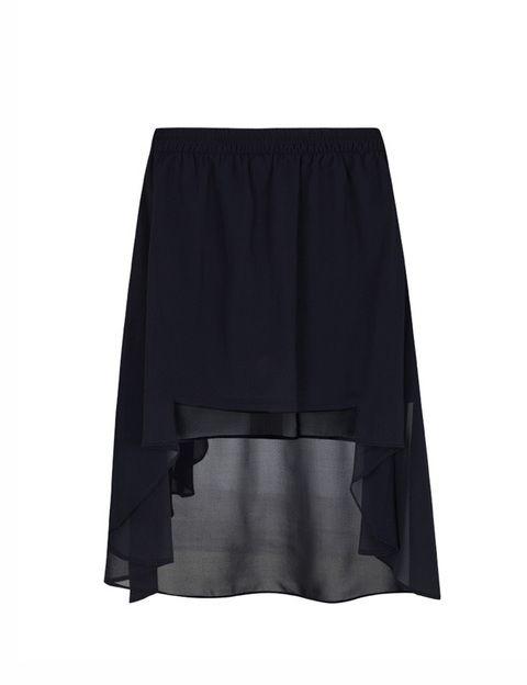 <p>Esta falda asimétrica es perfecta para bajitas por que es muy corta por delante. Queda genial, es de <strong>Blanco</strong>.</p>