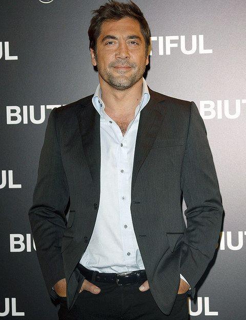 <p>El oscarizado actor vino a Madrid para hacer promoción de su última película <i>Biutiful</i>. A punto de ser padre por primera vez, vimos a un Bardem muy atractivo con traje y camisa.</p>