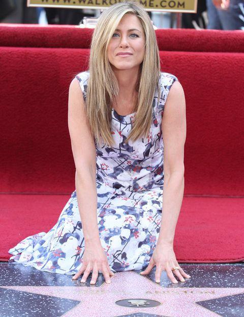 <p>Ha sido la primera de los miembros del reparto de la emblemática serie <i>'Friends'</i> en descubrir su estrella en el Paseo de la Fama.</p>