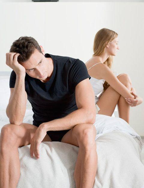 """<p>La falta de atención suele llevar implícita la falta de sexo. Según los expertos de <a href=""""https://www.ashleymadison.com/"""" target=""""_blank"""">Ashley Madison</a> <strong>""""el 38% de las mujeres casadas busca una aventura para volver a sentirse deseadas""""</strong>. """"8 de cada de 10 mujeres afirma que el sexo es un factor clave para tener una buena relación de pareja"""". <strong>Los signos.</strong> ¿No te hace sentir deseadas ni con palabras ni con hechos? ¿Apenas hacéis el amor y cuando ocurre es porque tú le buscas a él? <strong>¿No se inmuta ni aunque te vea con la ropa interior más explosiva?</strong> Si la respuesta es sí, estás sumando motivos.</p><p></p>"""