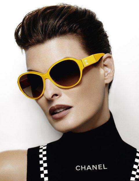 <p>La fiebre del color ha llegado a las gafas de sol de Chanel en estas gafas ideales para atrevidas.</p>