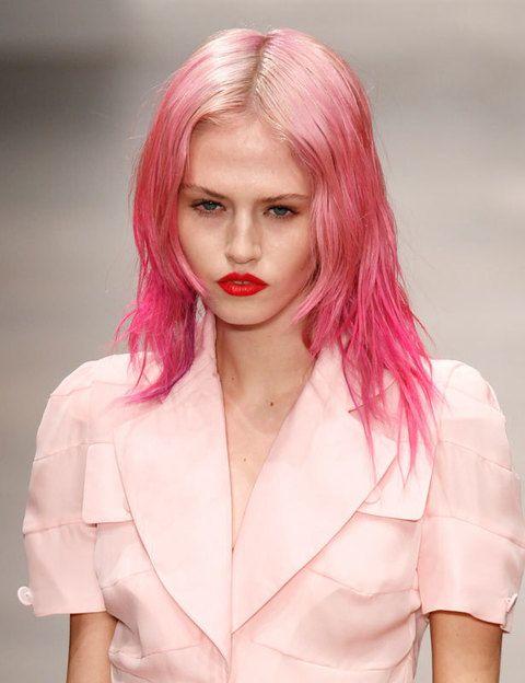 <p>Perfecto para hacerlo con sprays especiales para teñir el pelo. Atrévete a vestirte en el mismo tono para un total look.</p>