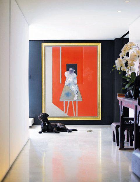 <p>En la pared del fondo, una espléndida obra de Francis Bacon.</p>