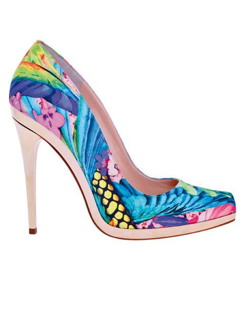 "<p>Salones multicolor (645 €) de <a href=""http://www.robertocavalli.com/"" target=""_blank""><strong>Roberto Cavalli</strong></a>.</p>"