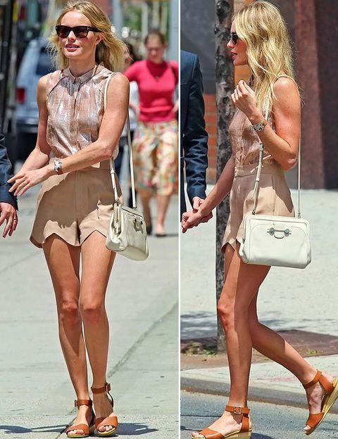 <p><strong>Kate Bosworth</strong> domina el<i> street style</i> y la hemos vuelto a ver con un <i>outfit</i> para copiar de minishorts nude, camisa sin mangas abotonada tornasolada y bolso vintage. <strong>Nos gustaron..</strong>. sus sandalias marrones al tobillo con tacón plano.</p>