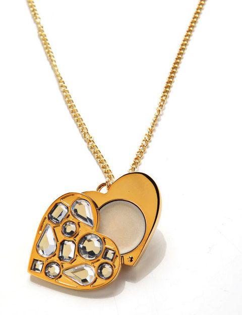 <p>'Viva la Juicy Necklace', un perfume sólido en forma de corazón (38 €). De <strong>Juicy Couture</strong>.</p>