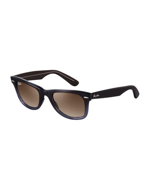 <p>Gafas de sol (139 €) de <strong>Ray Ban</strong>.</p>