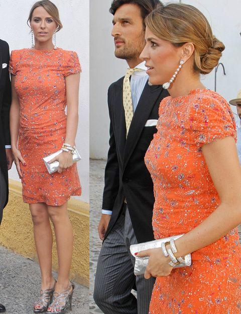 <p><strong>Laura Vecino</strong> acudió a la boda de Mercedes Bohorquez Domecq y Bruno Oliver Bulto con un minivestido joya naranja con pequeñas flores en plata con el que ya se le notaba un ligera tripita.</p>