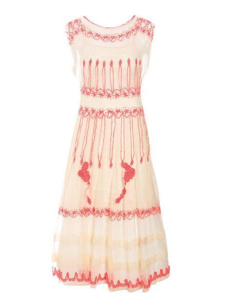 <p>Semitransparente en blanco y rosa de <strong>Asos</strong> (192 euros).</p>