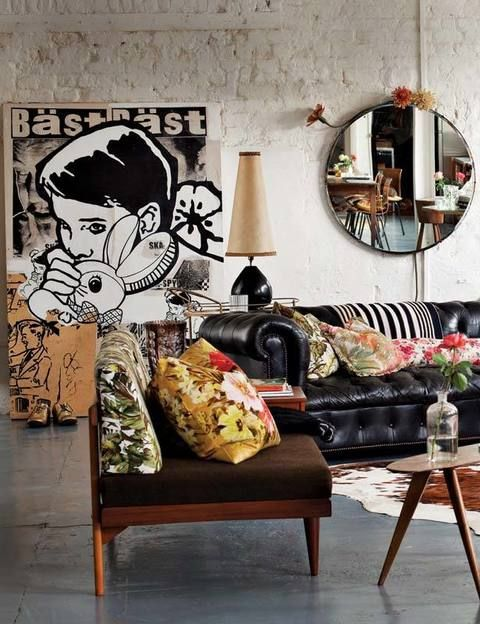 <p>Todo el estilo contrasta con un cuadro pop art de Faile, un artista de Brooklyn.</p>