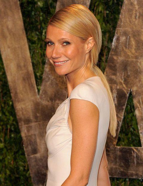 <p>Con ella empezó todo... <strong>Gwyneth Paltrow</strong> fue la más comentada de la noche de los Oscar gracias a su espectacular vestido y su peinado pulido que la hizo ser objetivo de nuestras aspiraciones capilares: coleta baja y lisa con la raya ladeada.</p>