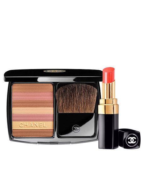 <p>Consigue el look con los dos productos estrella de la colección: <i>Soleil Tan Harmonie Poudre Soleil </i>(52 €), polvos bronceadores multicolor, y <i>Rouge Coco Shine&nbsp;</i>(30 €) en el tono <i>En Vogue</i>.</p>