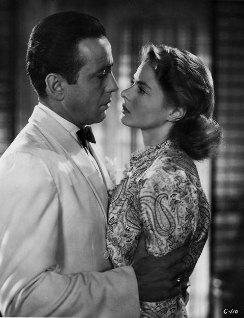 <p><strong>CASABLANCA (1942). </strong>Para algunos es la mejor película de la historia del séptimo arte. Para muchos, la mejor historia de amor que se ha proyectado en una pantalla de cine. Humphrey Bogart e Ingrid Bergman dieron vida eterna a Rick Blaine e Ilsa Laszlo. Siempre les quedará París.</p>