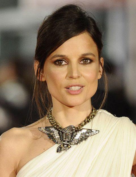 <p>Nos encanta el collar con forma de pájaro de <strong>Bárcena</strong> que lució la actriz <strong>Elena Anaya.</strong></p>