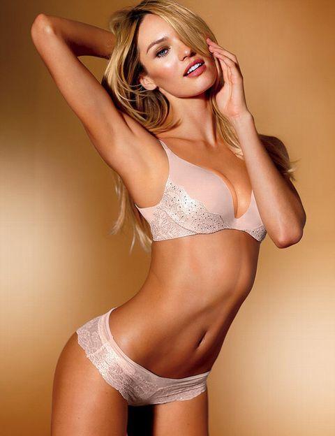 <p><strong>Candice Swanepoel </strong>también con un diseño en rosa pálido con detalles de strass.</p>