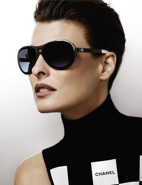 <p>Unas gafas muy oscuras de diseño mucho más vanguardista y deportivo.</p>