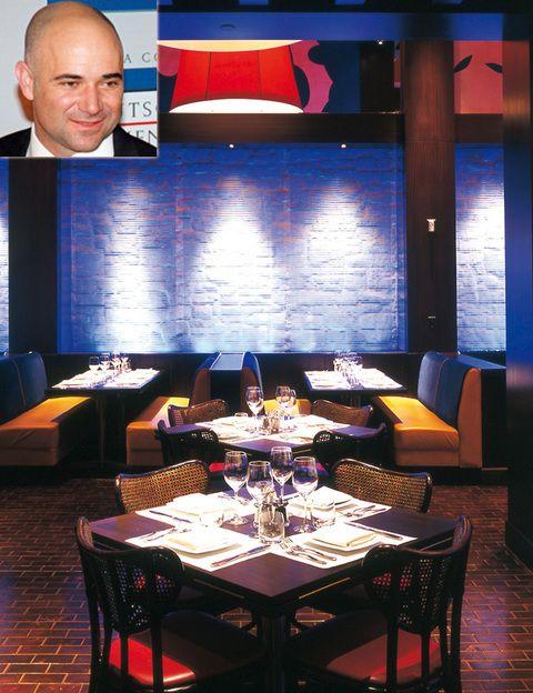 <p>El tenista Andre Agassi también juega a lo grande en el mundo de la hostelería. Socio del chef egipcio Michael Mina (tres estrellas Michelin), es copropietario de algunos de los locales con más demanda de Las Vegas, como&nbsp; Seablue y Nobhill. En total, ya van por los 16 restaurantes entre Estados Unidos y México, todos de lujo.&nbsp; <strong>3799 Las Vegas Boulevard South, Las Vegas (EE UU), tel. 1 702 891 34 86.</strong></p>