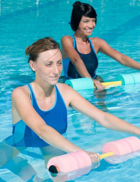 """<p>Es el nombre de las actividades 'body mind' que ofrecen los clubes O2 Centro Wellness a sus socios y que tratan el cuerpo como una globalidad, buscando bienestar y relajación. Entre ellas, <strong>Aqua Relax, una actividad destinada a relajar toda la musculatura </strong>después del ejercicio a través de paseos en el agua por parejas, estiramientos específicos y meditaciones guiadas, terminando con un circuito en el SPA. El <strong>Aichi, una práctica que combina los beneficios del taichi</strong> con la relajación que producen los ejercicios dentro el agua. O el <strong>Aquapilates, un entrenamiento de Pilates en el agua</strong> orientado a mejorar el control postural y a fortalecer el """"centro"""" del cuerpo a través de movimientos fluidos basados en la respiración y la relajación activa. <strong>Dónde.</strong> En clubes de la cadena <a href=""""http://www.o2centrowellness.com/corporativa/corp_esp/index.htm"""" target=""""_blank"""">O2 Centro Wellness</a>.</p>"""