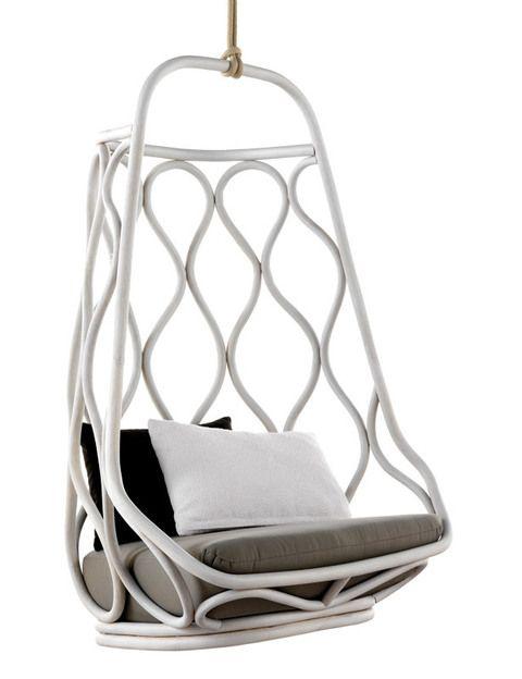 <p>Obra del estudio Mut Design, Náutica es un columpio de ratán ligero pero súper resistente. De Expormim. </p>