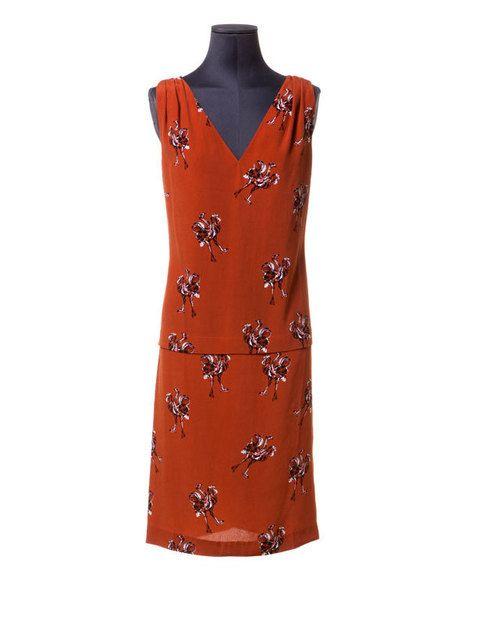 <p>Avestruces brillantes son las protagonistas de deste delicado y maravilloso vestido de cóctel. Es de<strong> Bimba y Lola (115 €).</strong></p>