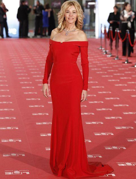 <p><strong>Belén Rueda</strong> fue de las primeras en llegar y acaparó los flashes con este vestido rojo de<strong> Pedro del Hierro.</strong></p>