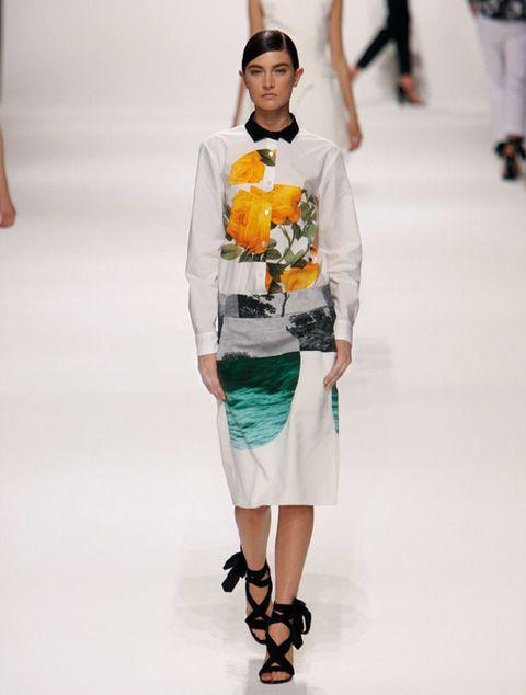 <p><strong>Dries Van Noten</strong> nos propone esta mezcla de estampados florales en una camisa y una falda que se complementan a la perfección.</p>