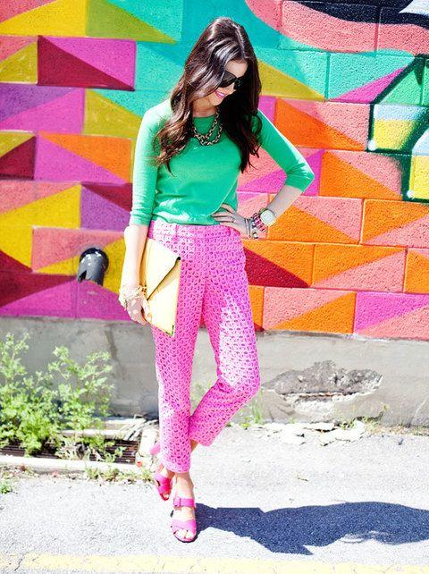 """<p>Es increíble ver cómo las bloggers no tienen miedo a nada, ni a experimentar con el color más extremo. El resultado, como siempre, de 10. <strong>Su blog:&nbsp&#x3B;<a href=""""http://www.thepinkpeonies.com/"""" target=""""_blank"""">Pink Peonies</a></strong></p>"""
