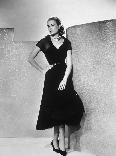 <p>La princesa de Mónaco representó el ideal de mujer sofisticada y fría de los años 50. En la imagen, con otro vestido de &quot&#x3B;La ventana indiscreta&quot&#x3B;</p>