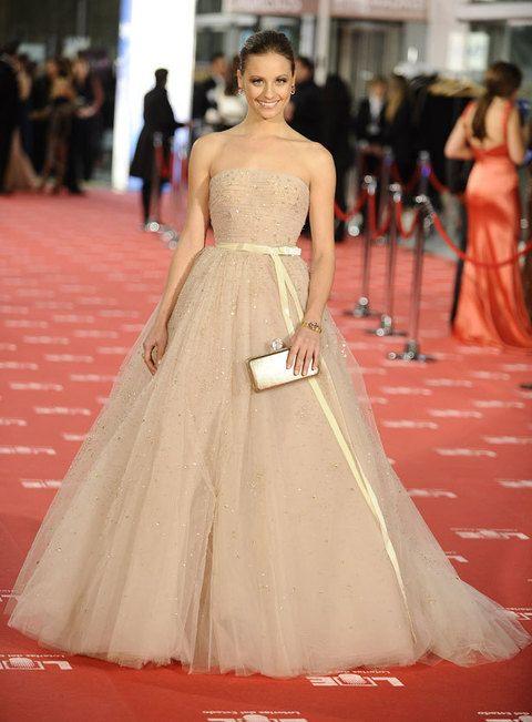 <p>Encabeza nuestra lista de favoritas&nbsp&#x3B;<strong>Michelle Jenner</strong> con este increíble vestido nude palabra de honor con voluminosa falda de encaje de <strong>Zuhair Murrad</strong>. Un 10 para su estilo princesa. <strong>NOTA: 10</strong></p>