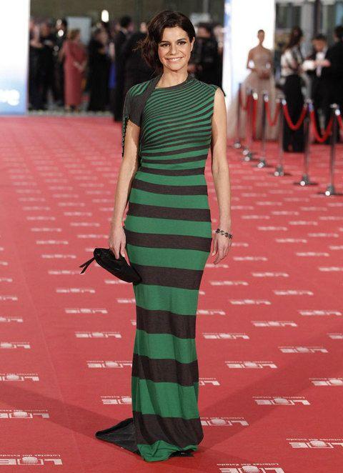 <p><strong>Cristina Peña</strong> se atrevió con este ajustado vestido a rayas en verde y negro de <strong>Amaya Arzuaga.</strong></p>