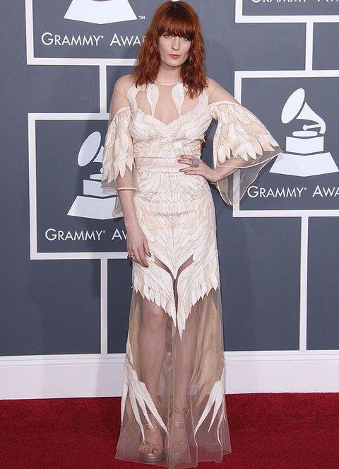 <p>Consiguió ser una de las más originales de los premios Grammy 2001 gracias a este semitrasnparente <strong>Givenchy Couture primavera 2011,</strong> a priori complicado de llevar pero que parecía estar hecho para Florence.</p>