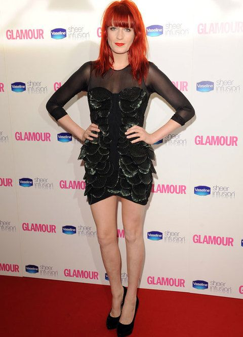 <p>Florence también se apunta al <i>little black dress</i> y nos encantó éste look en particular de<strong> Jasmine Di Milo</strong> otoño 2010. Un minivestido con falda de corte tulipán, escamas y cuerpo transparente.</p>