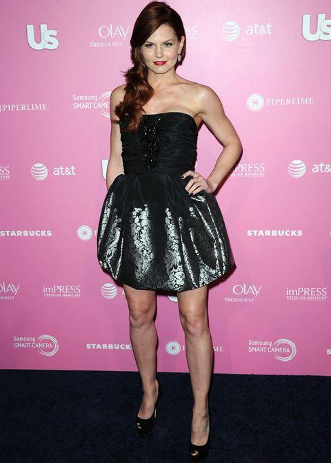 <p>La actriz<strong> Jennifer Morrison</strong> no acertó con su vestido de fiesta de fiesta con cuerpo joya y minifalda barroca.... No la vimos nada estilosa ni natural como en otras ocasiones.</p>
