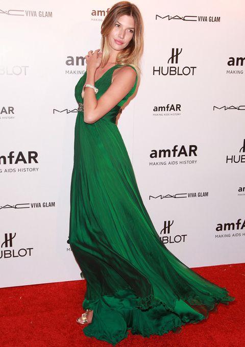 <p><strong>Chloe Bello</strong> dio en el clavo con este espectacular vestido en verde esmeralda, otro de los colores de la próxima primavera. De 10.</p>