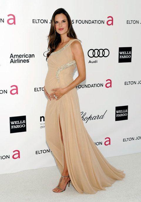 <p><strong>Alessandra Ambrosio</strong>, embarazada y guapísima, eligió un modelo de Roberto Cavalli en <i>nude</i>.</p>