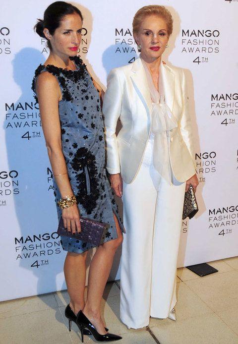 <p><strong>Carolina Herrera</strong> era la presidenta del jurado y eligió para la ocasión un look en blanco. La diseñadora&nbsp;acudió acompañada de su hija que apostó por un elegante vestido en azul perla con detalles de strass en negro.</p>