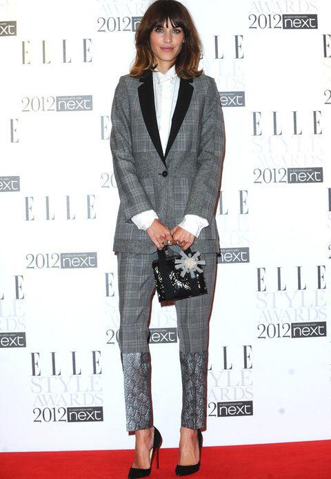 <p><strong>Alexa Chung</strong> fue la presentadora de los ELLE Style Awards y una vez más nos sorprendió con su estilismo. La presentadora y dj británica eligió un look masculino de dos piezas con detalle en los pantalones de<strong>Stella McCartneyPre-Fall 2012</strong> que nos encantó.</p>